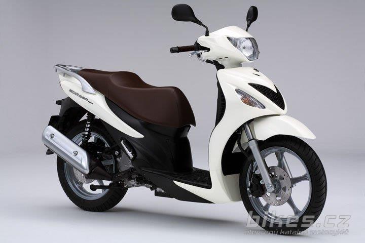 Suzuki UX125 Sixteen   Visordown